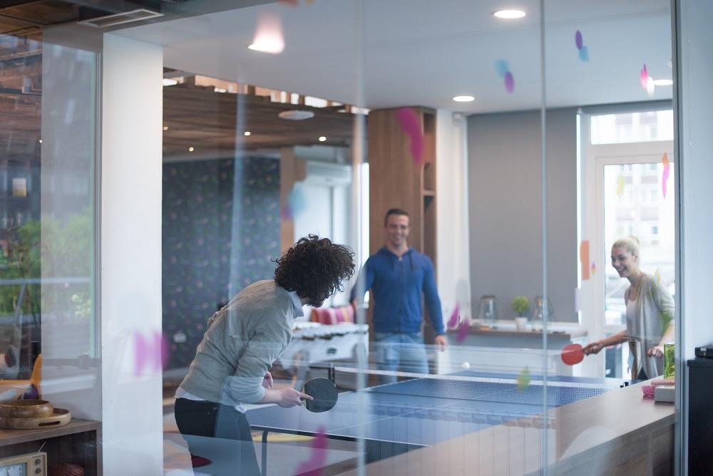 Pöytälätkää ja pingistä – hauskaa työpaikalla Tilaajavastuun tapaan